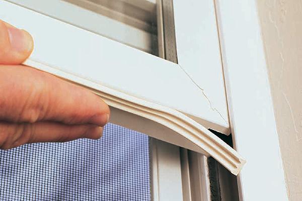 サッシのゴムパッキン交換を考えたときに知っておくべきこと フローリング補修、壁穴修理、ドア穴、補修屋紹介