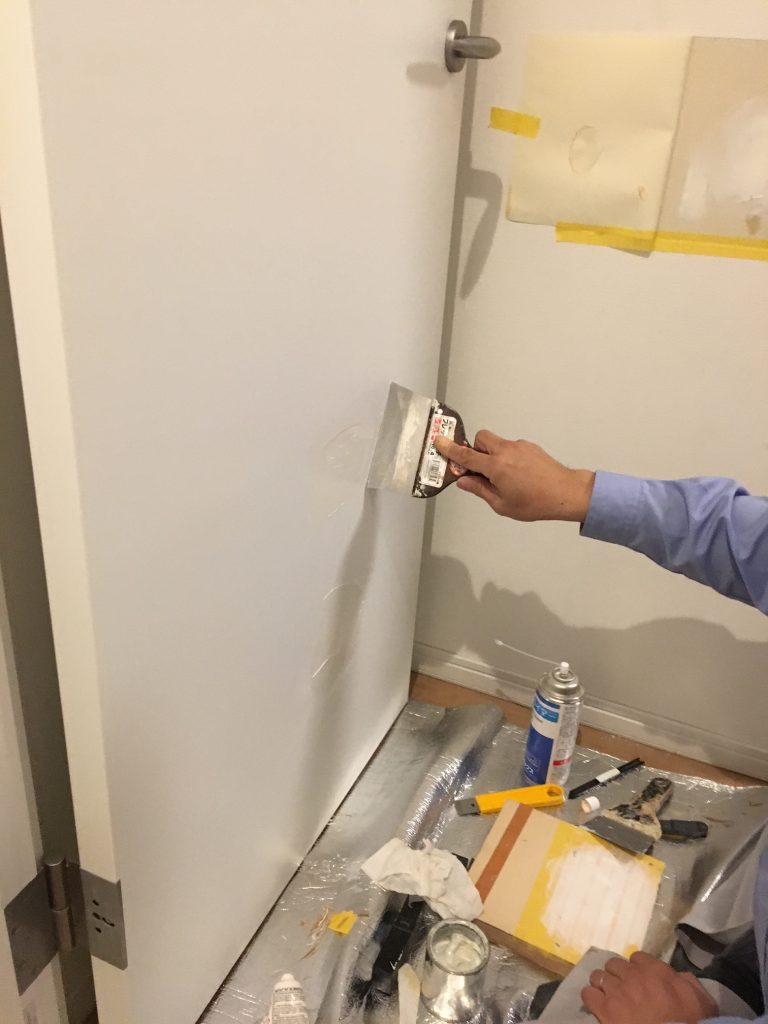 ドアの穴補修/リペア中2