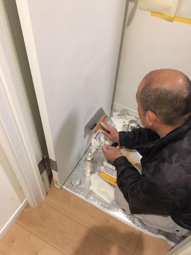 ドアの穴補修/リペア中7